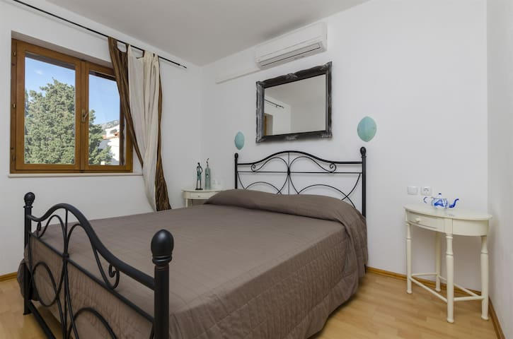 Two Bedroom Apartment, 200m from city center, seaside in Bol - island Brac, Balcony