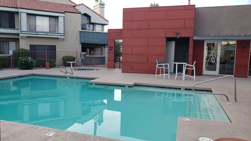 Two Bedrooms and sofabed in the heart of Tempe.