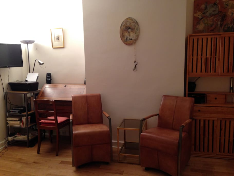 Small desk, printer, speakers, wifi, cable tv, free phone to USA.