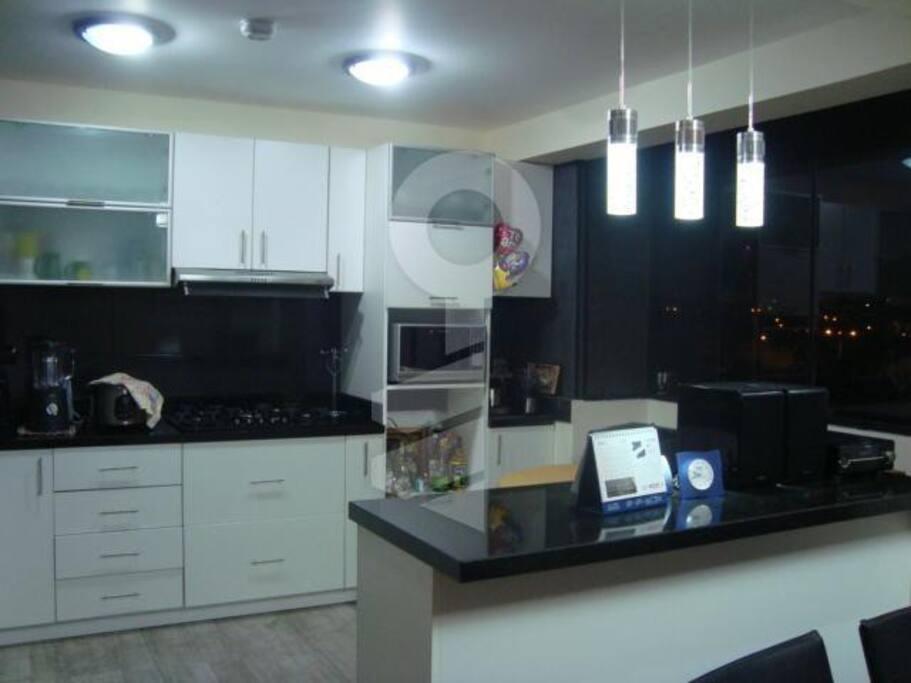 Cocina moderna con electrodomésticos incluidos