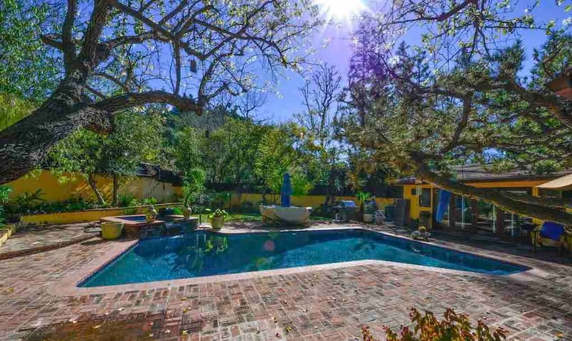 Prime Location Beverly Hills Luxury 3BD with Pool