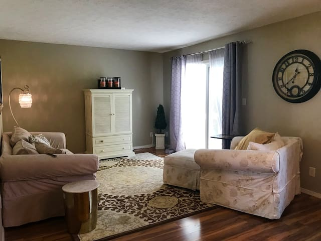 Bloomington Condo - Convenient to all of Btown