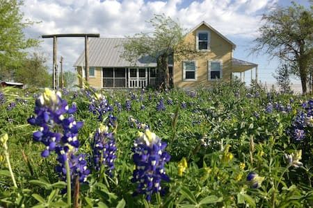 1890 Historic Farmhouse LaGrange TX - La Grange