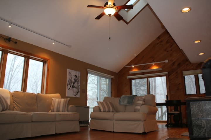 Large ski home w/views & 2 kitchens