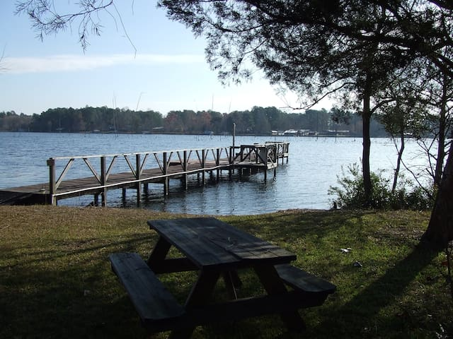 2 Acre Waterfront Beauty, Dock,Screened Porch