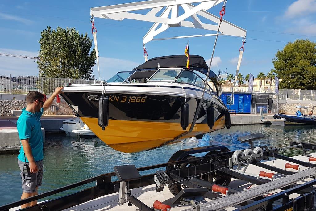 eigener Bootsliegeplatz - im Hafen Nou Fontana in Jávea stehen Ihnen ein Kran und eine Slipanlage zur Verfügung