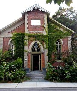 The Manilla Church Guesthouse - Oakwood - Loft