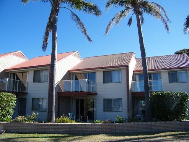 2 Bedroom, 2 storey spacious unit - Tathra - Appartement