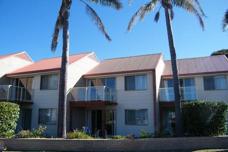 2 Bedroom, 2 storey spacious unit - Tathra