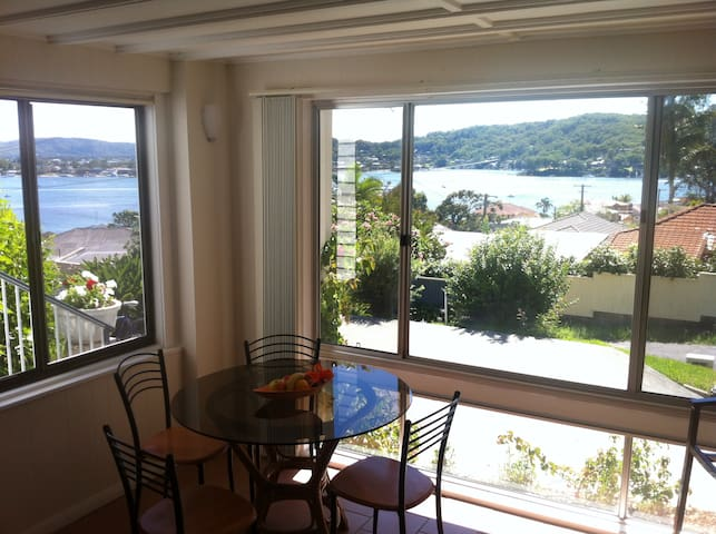 Water View Apartment - Blackwall - Huoneisto
