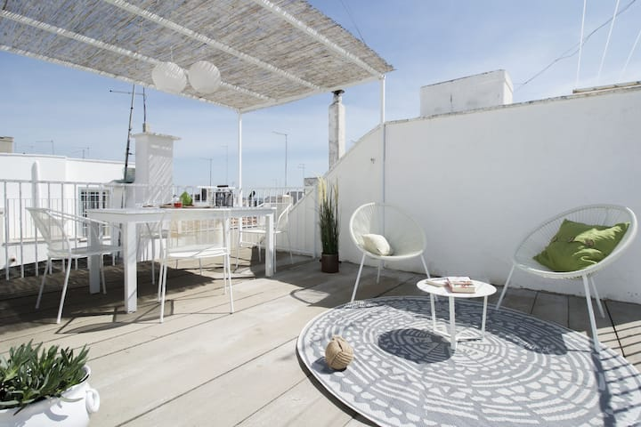 """Mina's roof"" apartment:  terrace with sea view"