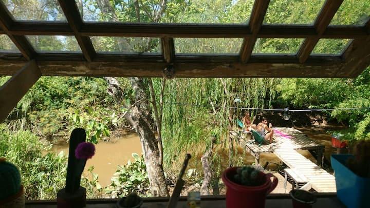refugio de Arte a la vera del río en el Delta
