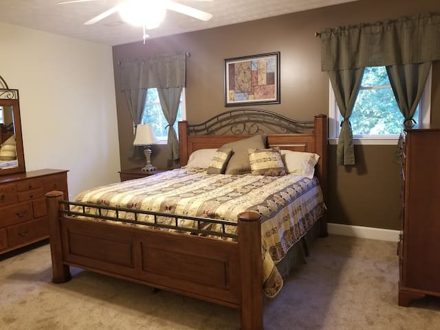 Bedroom 1 - King