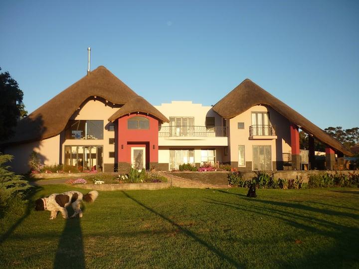 COLLINGWOOD STUD Entire Guest House
