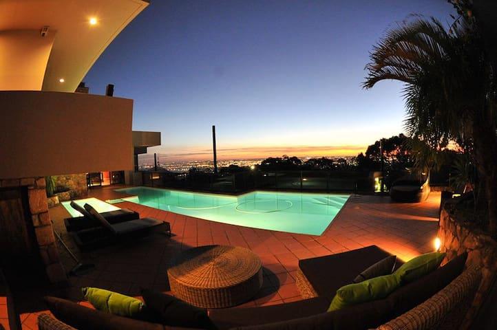 Stunning hill-top home - Kalamunda - Huis