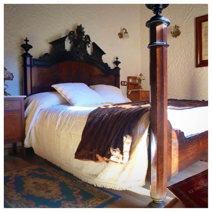 Eines der vier individuell ausgestatteten Zimmer.