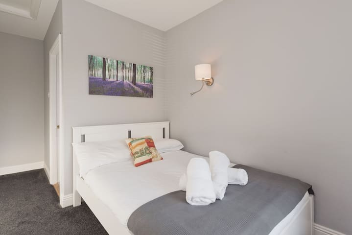 *Cosy Bright Double Ensuite room*RDS*Ballsbridge**Aviva*Merrion Road