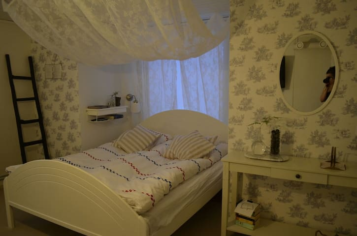 Private nice studio 2min walk from the city center - Kiruna - Leilighet