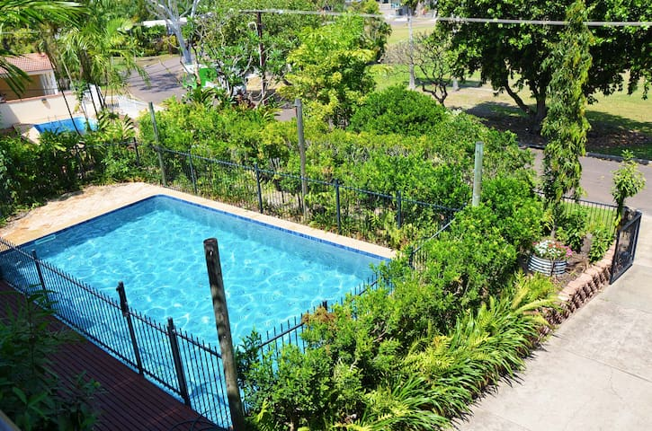 Tropical home in heart of city - Larrakeyah - บ้าน