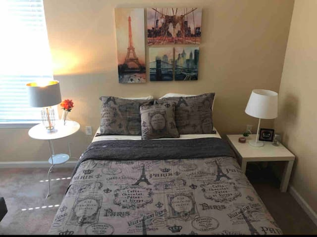 COZY ROOM NEAR THE DISNEY/OUTLET/THE LOOP MALL