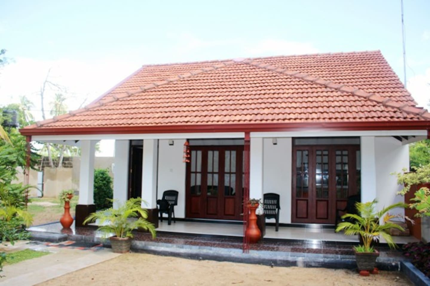 Beach house in Sri Lanka, Ceylon, Negombo. View from the garden - Vista dall'ingresso del giardino.