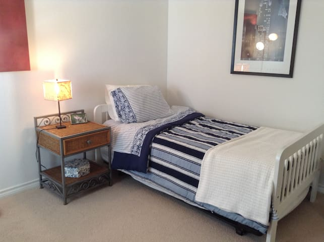2nd bedroom with pop-up trundle