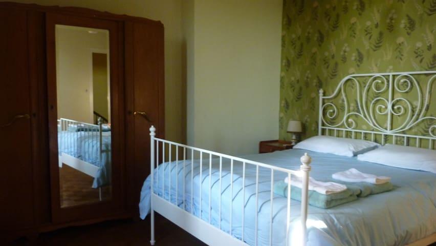 Jolie chambre à deux près du Village des Pruniers