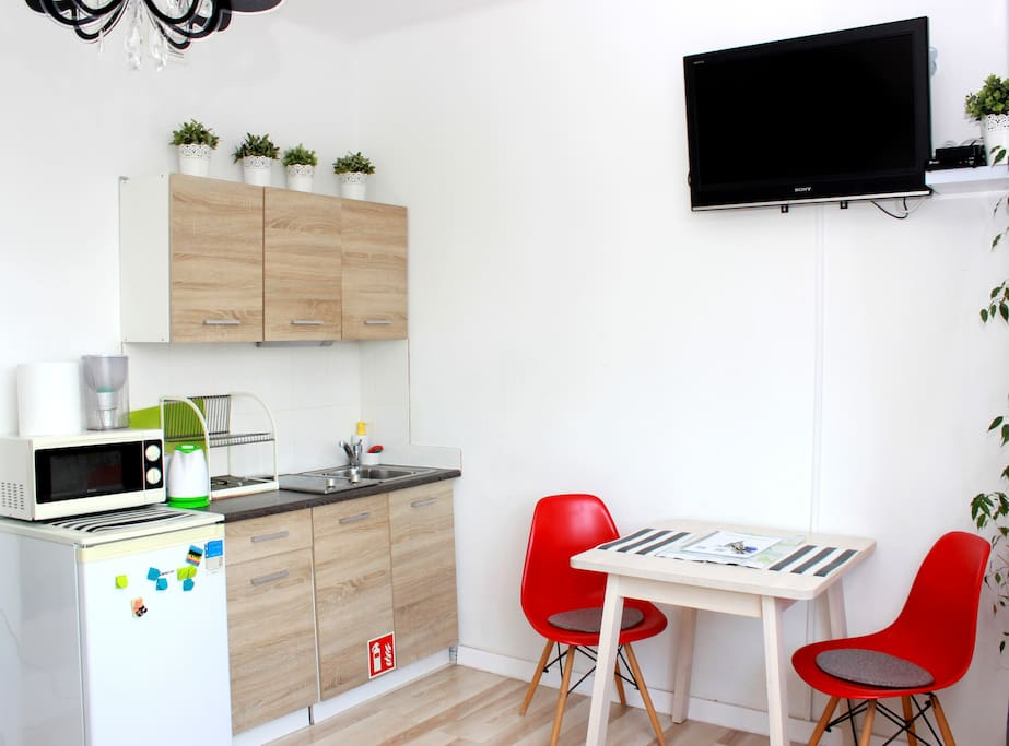 Kitchen anex with cooking top, microwave, fridge. Falt screen TV with smartbox for Netflix and Youtube.