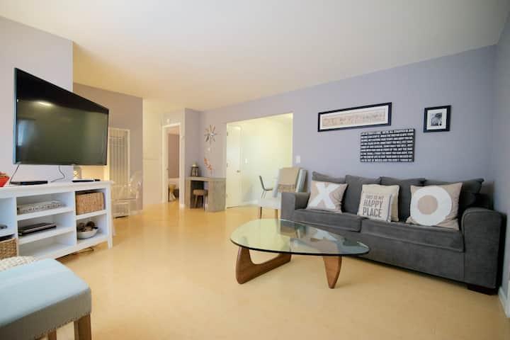 Modern Executive 2 bedroom w/ Private Yard (CA7)