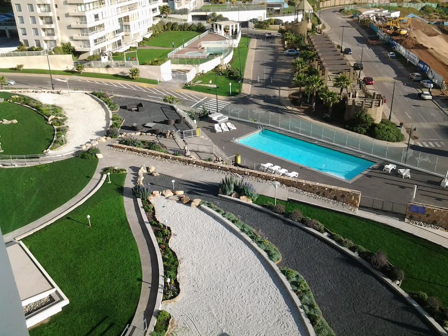 Jardines y piscina exterior