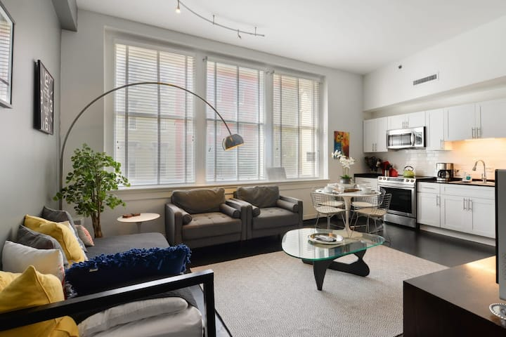 Beautiful Designer 1br Pad Downtown- Close to the Quarter!
