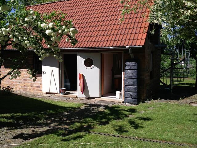 Naturnahe Unterkunft für Radler und Camper.