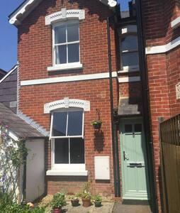 Entire One Bedroom House With Garden - Salisbury