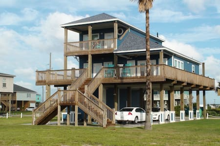 New 2014 Luxury Home w/ Great View - Crystal Beach - Casa