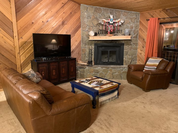 The Flying Squirrel Lodge - 5+nights $100/night*