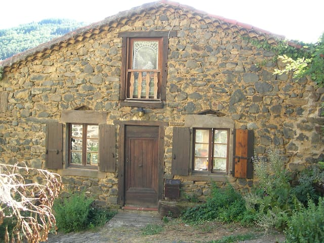 Stone and wood cottage in Auvergne - Chanteuges - Hus