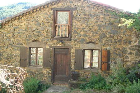 Stone and wood cottage in Auvergne - Chanteuges