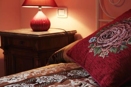 Accogliente camera con balcone - Monte Porzio - Other