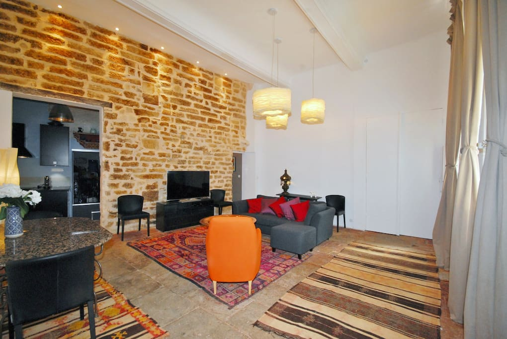 gorgeous quiet historic apt apartments for rent in montpellier languedoc roussillon france. Black Bedroom Furniture Sets. Home Design Ideas