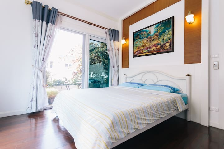 Private room in a 3-storey house - Bangkok - Dom