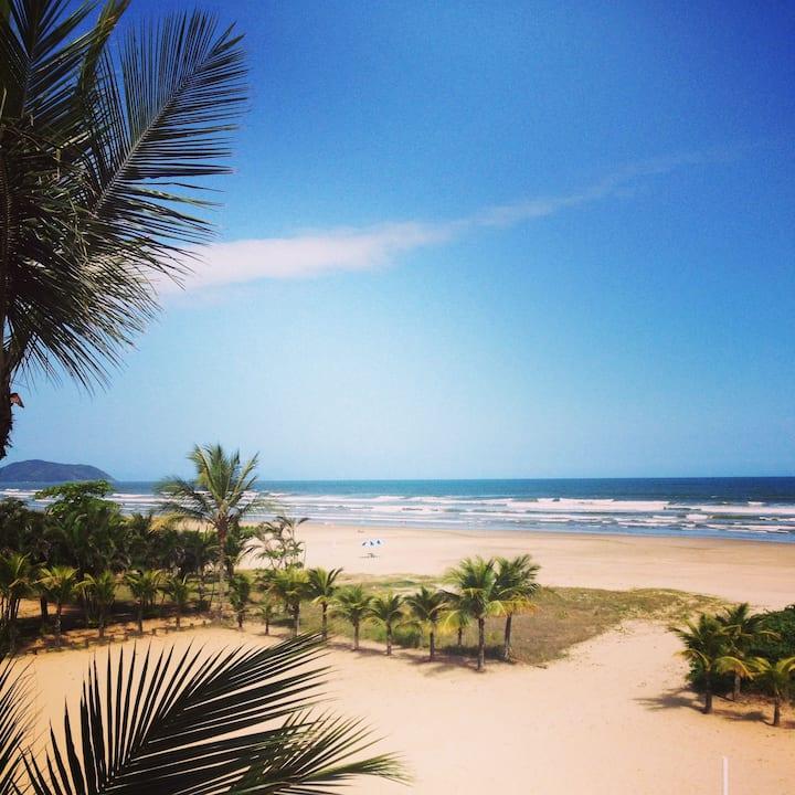 Vista para o mar e pé na areia