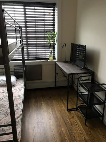 Comfy private room near airports and 7 train