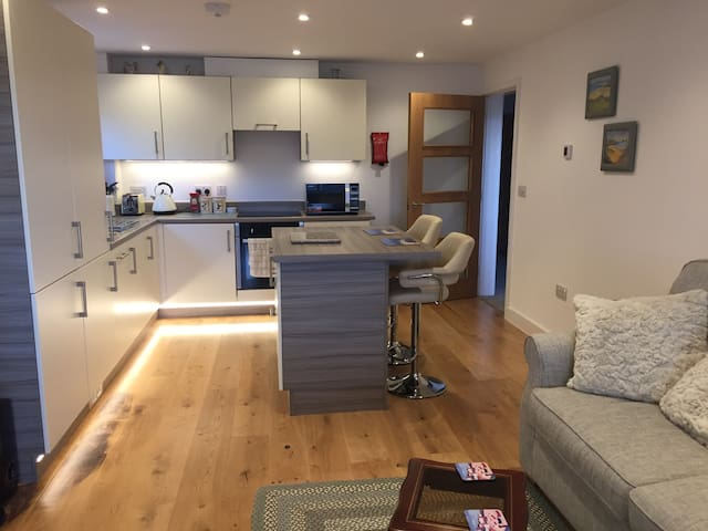 Delightful modern 2 bedroom apartment Hayle