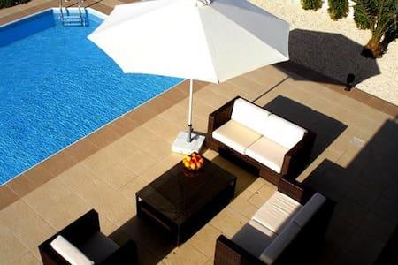 Villa Cava. Relax and unwind.