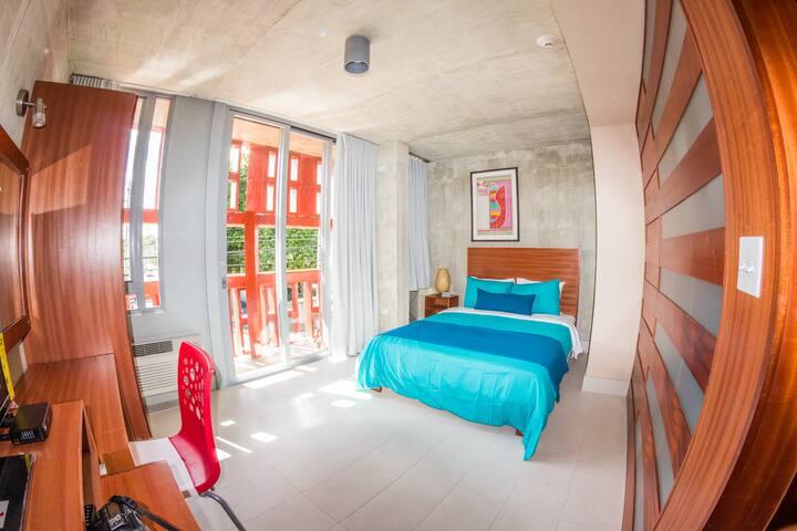 Room w/h balcony @ Dream Inn with Pool!
