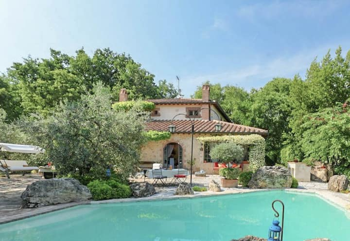 House with private pool near Penna