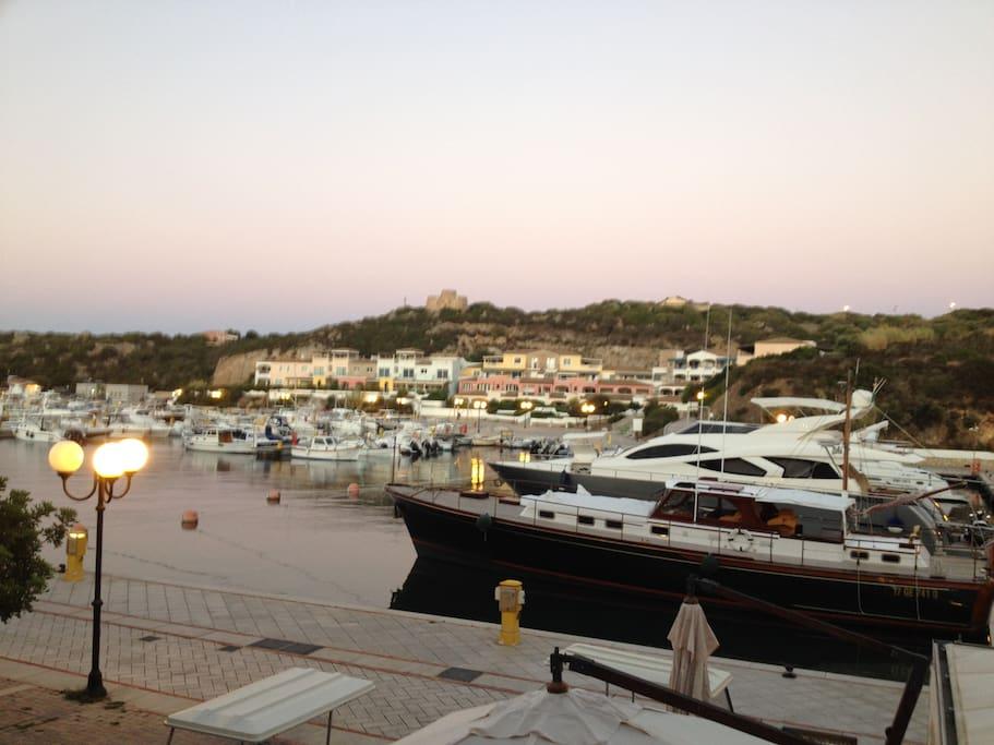 vista serale sul porto