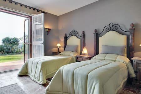 Rustic Moorish ,Traditional Style,Estate  ! - Benahavís - Bed & Breakfast