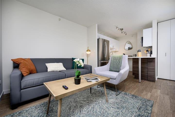 Kasa Chicago Queen Studio River North Apartments