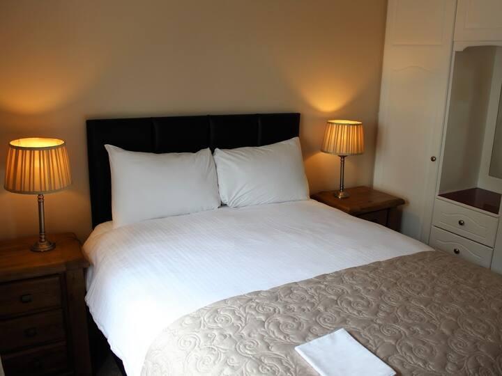 Orchard Crescent Luxury 2 bedroom Apartment